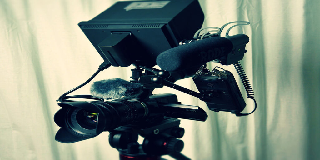 best wireless microphone for video camera featured image
