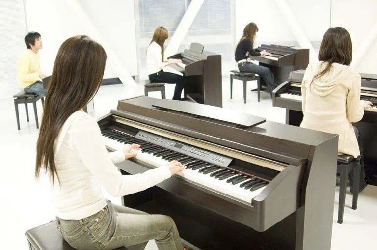 Different Types of Beginner's Pianos